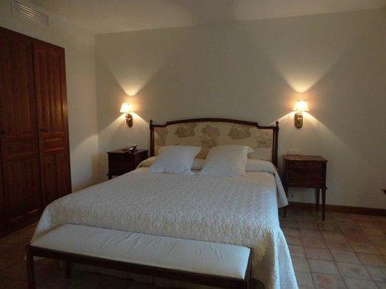Hotel Puerta de la Luna: Cama