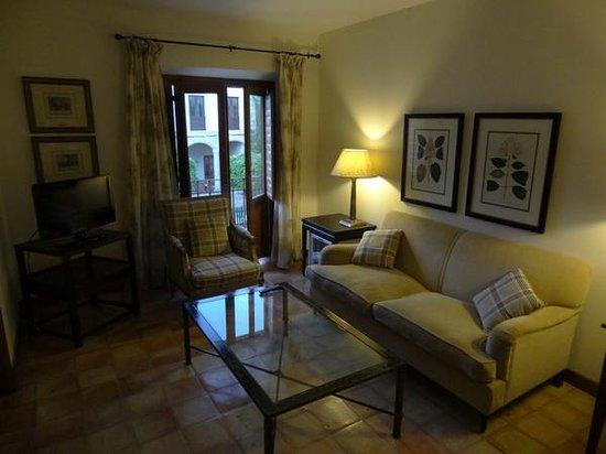 Hotel Puerta de la Luna: Zona de estar del dormitorio