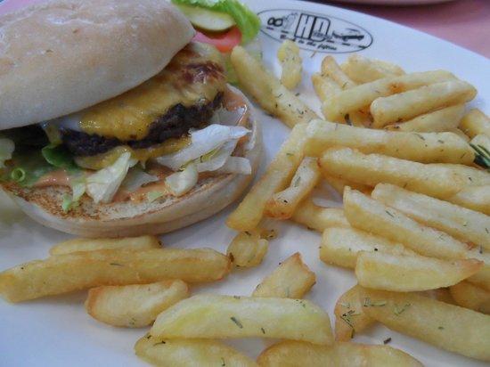 HD Diner Saint-Michel: Cheeseburger and fries.