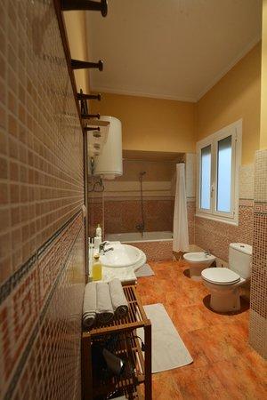 Zeer mooie en schone badkamers van Valencia Mindfulness Retreat