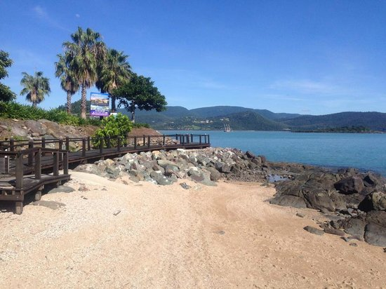Club Croc Hotel Airlie Beach : Boardwalk to Airlie Beach