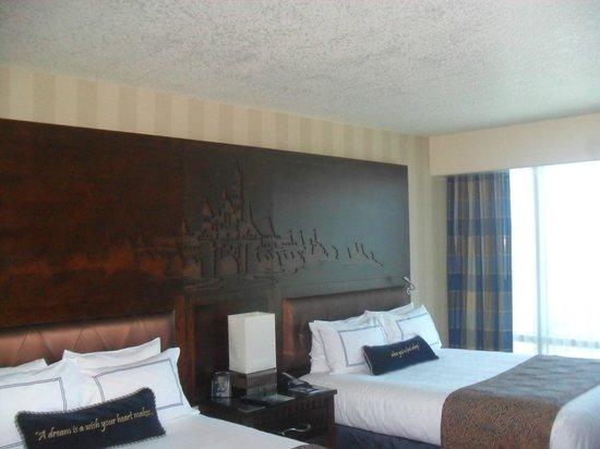 Disneyland Hotel : room