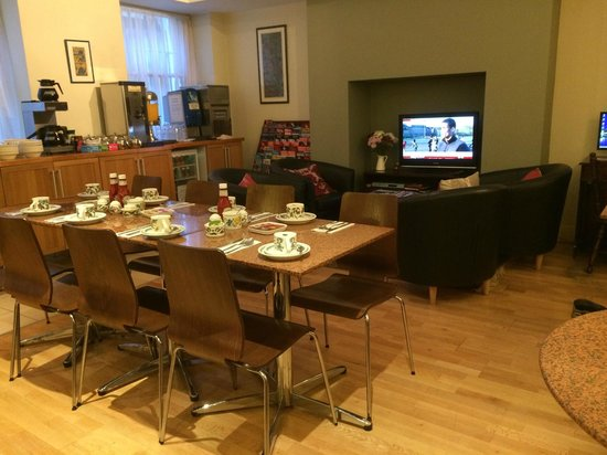 Jesmond Hotel: breakfast service