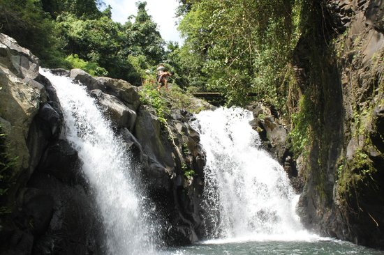 7 Air Terjun Sambangan: jumping