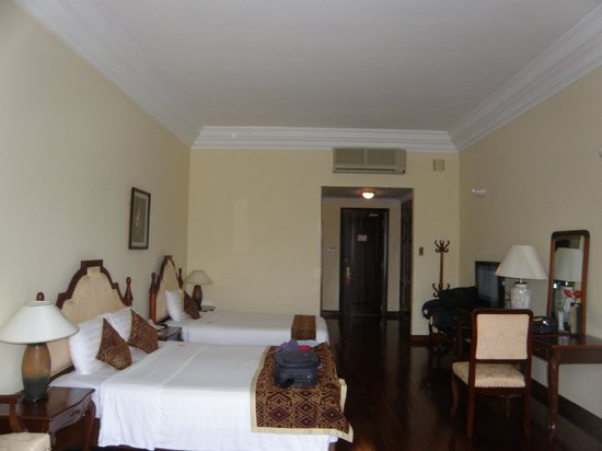 Hotel Saigon Morin: A large 4* room