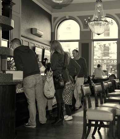 Esquires Coffee House: Customers