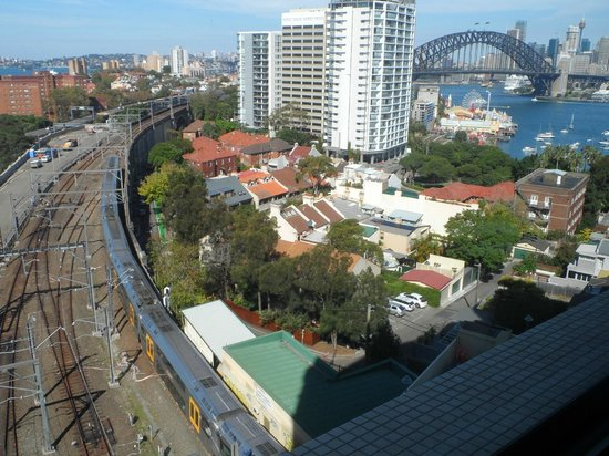 North Sydney Harbourview Hotel: View from Level 7