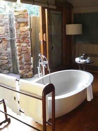 Botlierskop Private Game Reserve: Luxury Tented Suite - bathroom