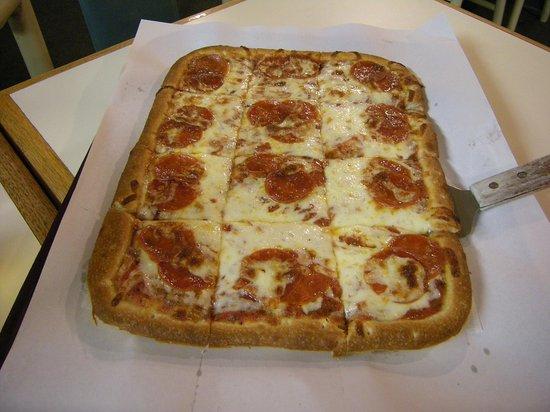 Johnny's Pizza Restaurant : pep pizza