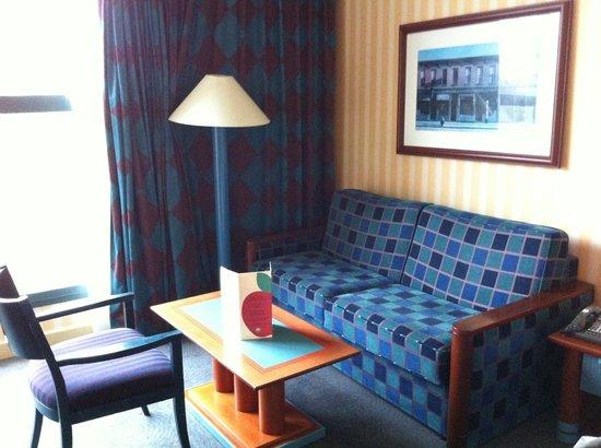 "Disney's Hotel New York : Espace ""salon""."