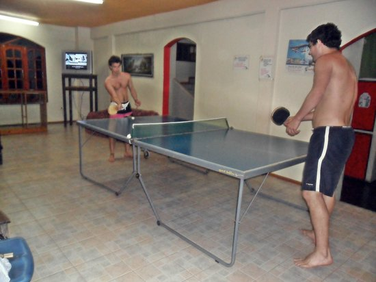 Hostel Park Iguazu : ping pong area recreativa