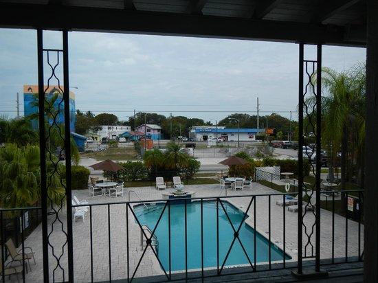 Rodeway Inn & Suites: Pool area