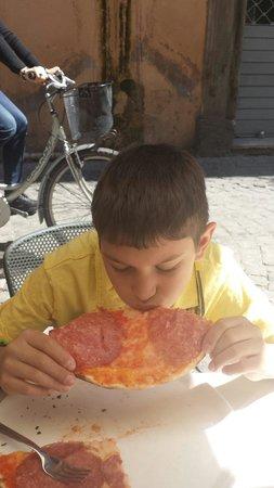 Taverna Parione : Good size pepperoni pizza