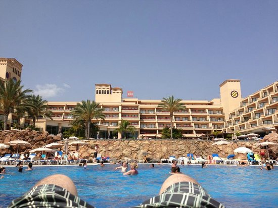 ClubHotel Riu Buena Vista : View of the hotel from the bottom pool