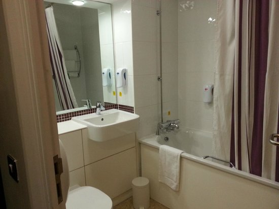 Premier Inn London Docklands (Excel) Hotel: Bathroom
