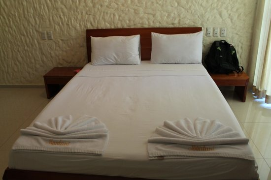 Montani Beach Resort: Our room