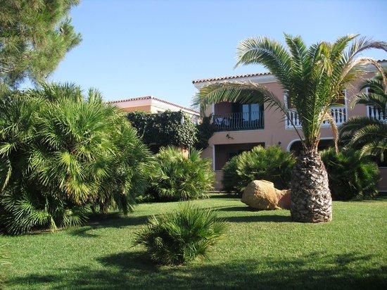I Giardini di Cala Ginepro Hotel Resort: zona verde