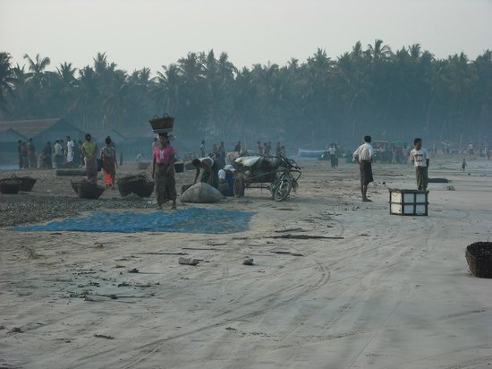 Sandoway Resort: spiaggia villaggio pescatori