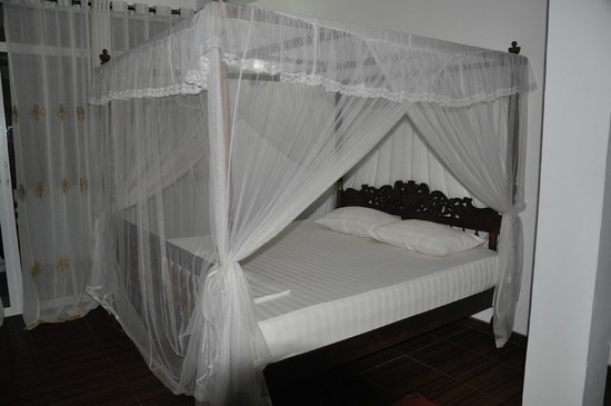 Seaview Deepal Villa: Bed