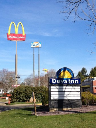 Middleboro Inn: Days inn next to MC