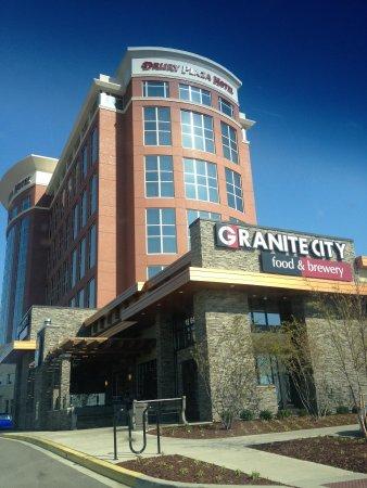 Drury Plaza Hotel Nashville Franklin: Hotel and Restaurant.