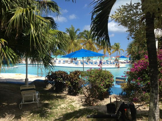 Jolly Beach Resort & Spa: The grounds are beautiful.........