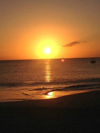 Jolly Beach Resort & Spa: Beautiful sunsets.........