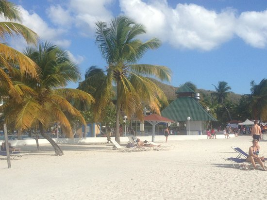 Jolly Beach Resort & Spa: Looking back from the beach...