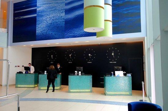 Radisson Blu Resort Split: reception desk