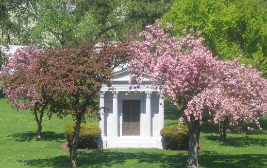 Forest Lawn: A mausoleum at Mirror Lake