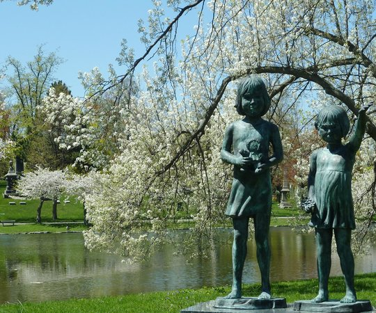 Forest Lawn: Sculpture at Mirror Lake