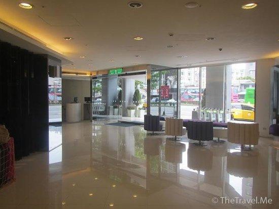 Holiday Inn Express Taichung Park: 酒店大堂