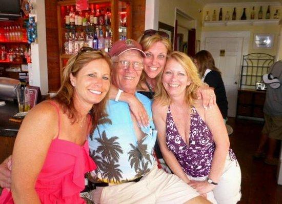 Speakeasy Inn: Bahama Bob & friends at the Rum Bar.