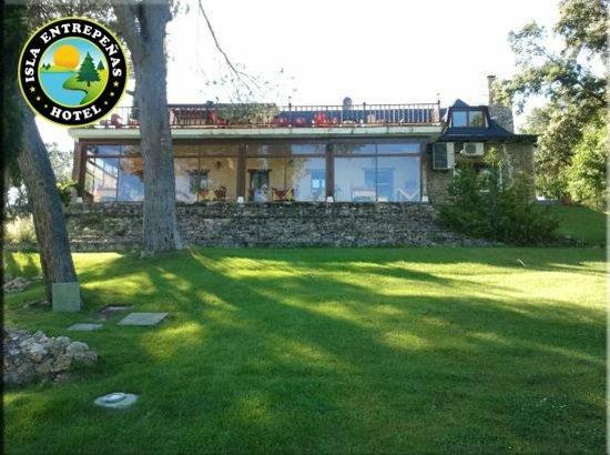 Hotel Isla Entrepeñas: Modulo principal de recepción, restauración y salas de juegos y estar