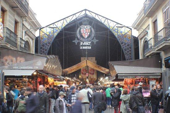 Mercado de Sant Josep de la Boqueria: Acesso fácil por Las Ramblas