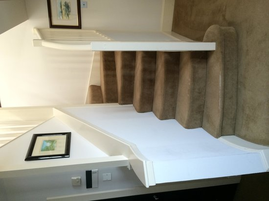 The Scotsman Hotel : Up stairs to the bedroom