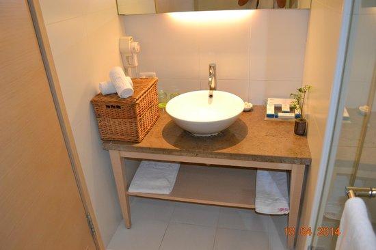 Beauty Inn: Bathroom