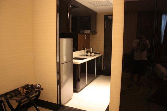 Pacific Regency Hotel Suites : Kitchenette