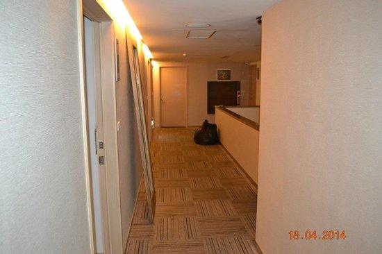Beauty Inn: First floor hallway