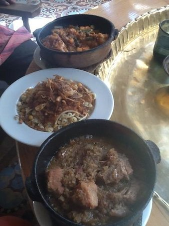 Sofra Restaurant & Cafe : chicken tangine, koshary and veal tangine