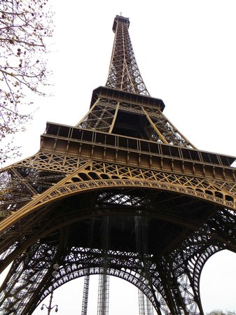 Tour Eiffel : Eiffel Tower from below