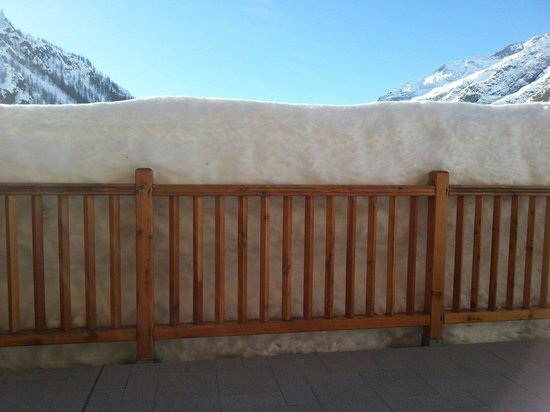 Ellex Hotel : Lots of snow. Front terrace facing south.