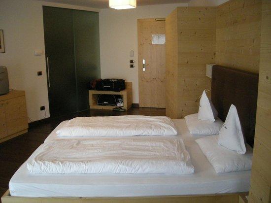 Hotel Pra Tlusel: Ingresso, bagno, letto