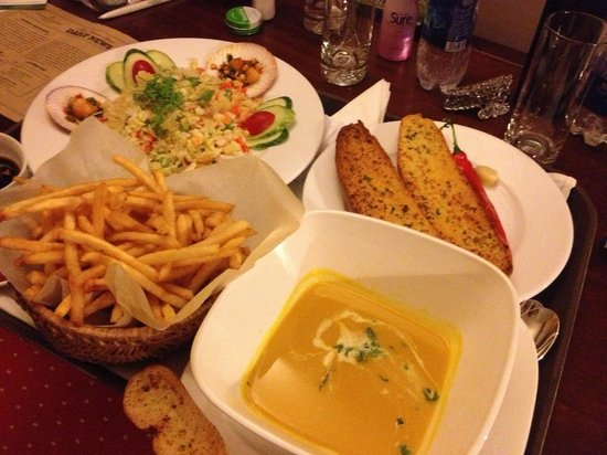 Palm Garden Beach Resort & Spa: midnight snack, garlic bread, crispy fries, pumpkin soup and seafood rice