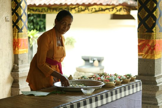 Lobong Culinary Experience: Gift for the temple