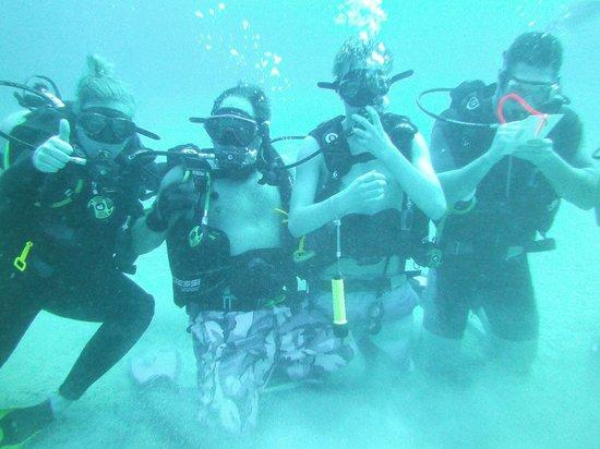 West Bay Divers: Diving the wreck El Aguilla