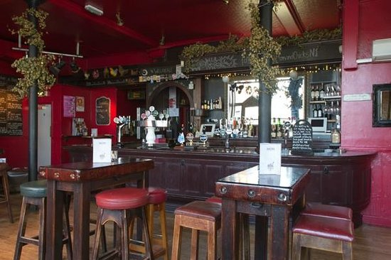 The Hens and Chicken Theatre Bar: interior