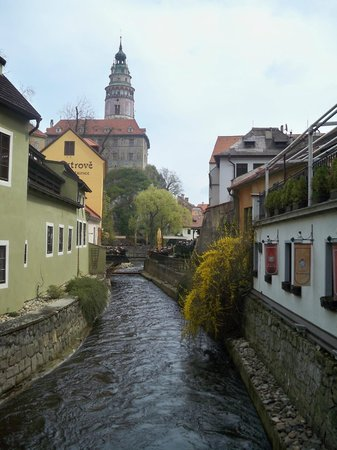 Historic Center of Cesky Krumlov : nice view alongside with the river