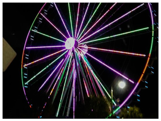 Sandy Beach Resort: night view of skywheel