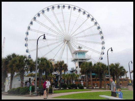 Sandy Beach Resort: view of sky wheel